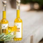 Visuel-mignonettes, verre d'huile et branche